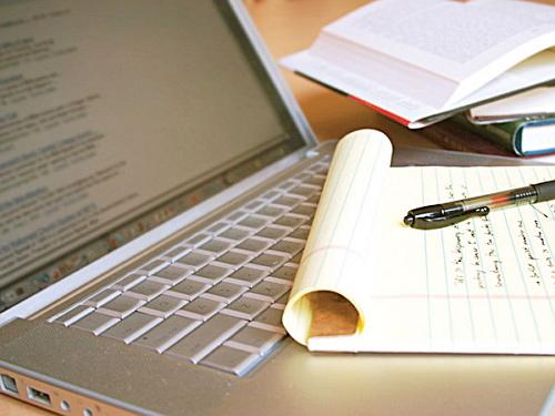 Вебмастер осваивает пошаговую систему поиска идеи для статьи