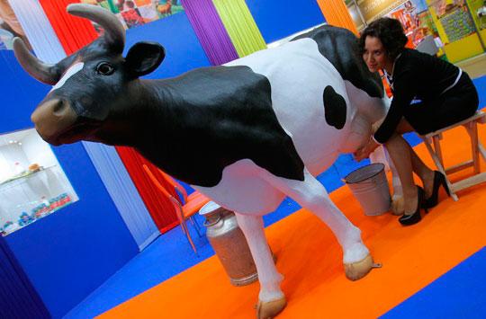 Пришло время подоить Корову