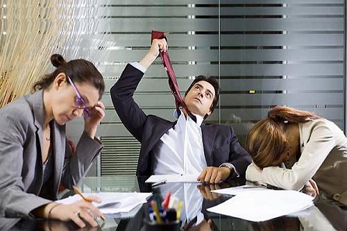 Когда работа не нравится, впору повешаться... Или заняться более приятными занятиями