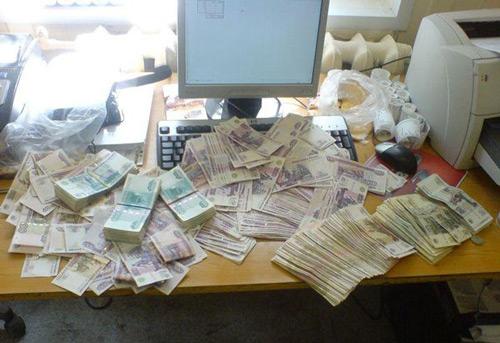 Неожиданно для многих в интернете оказались деньги и их там много...